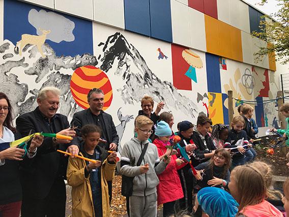 """Einweihung des Wandbildes """"RaumSchiffKoralle"""" am 1. Oktober 2019"""